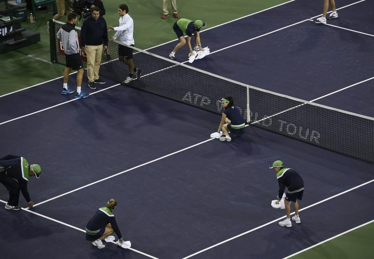Rain halts Federer's Indian Wells opener