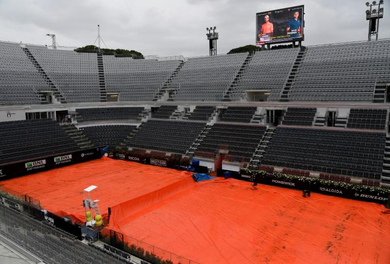 Rome attend toujours Federer, bloqué par la pluie
