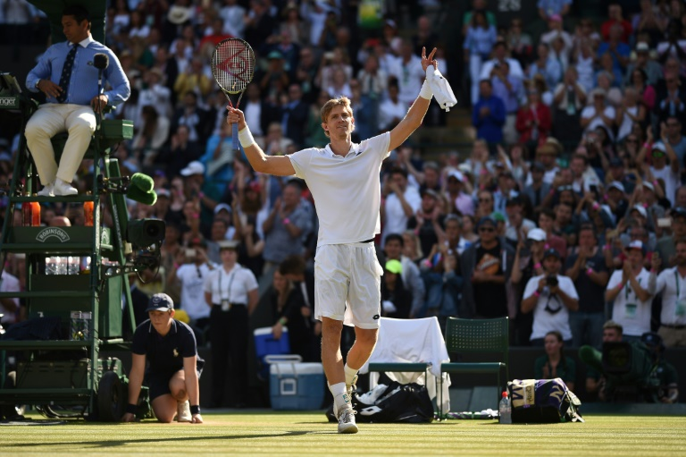 Federer shocked by Anderson at Wimbledon as Djokovic makes semis