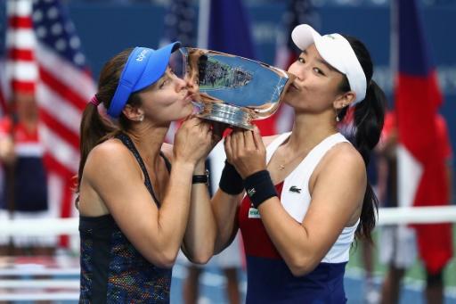 Veteran Hingis amazed by 25th Grand Slam crown