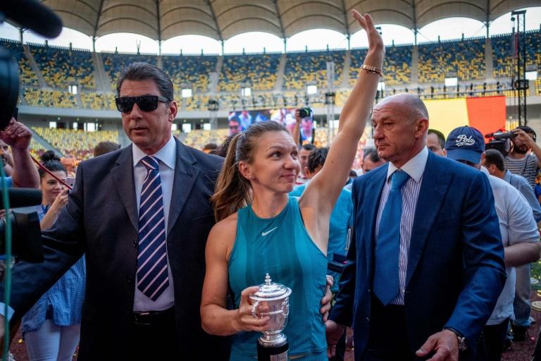 Sacrée à Roland-Garros, Halep accueillie en vedette en Roumanie