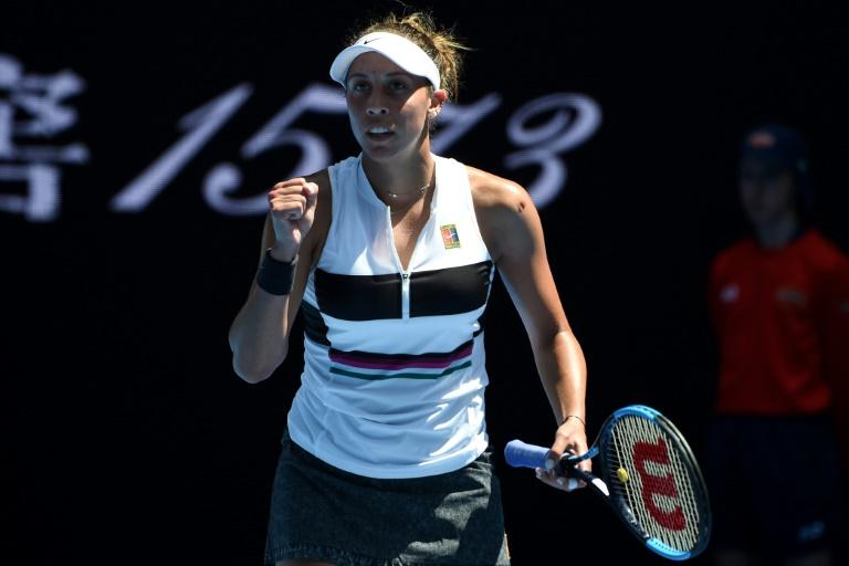 Keys downs Wozniacki to claim Charleston crown